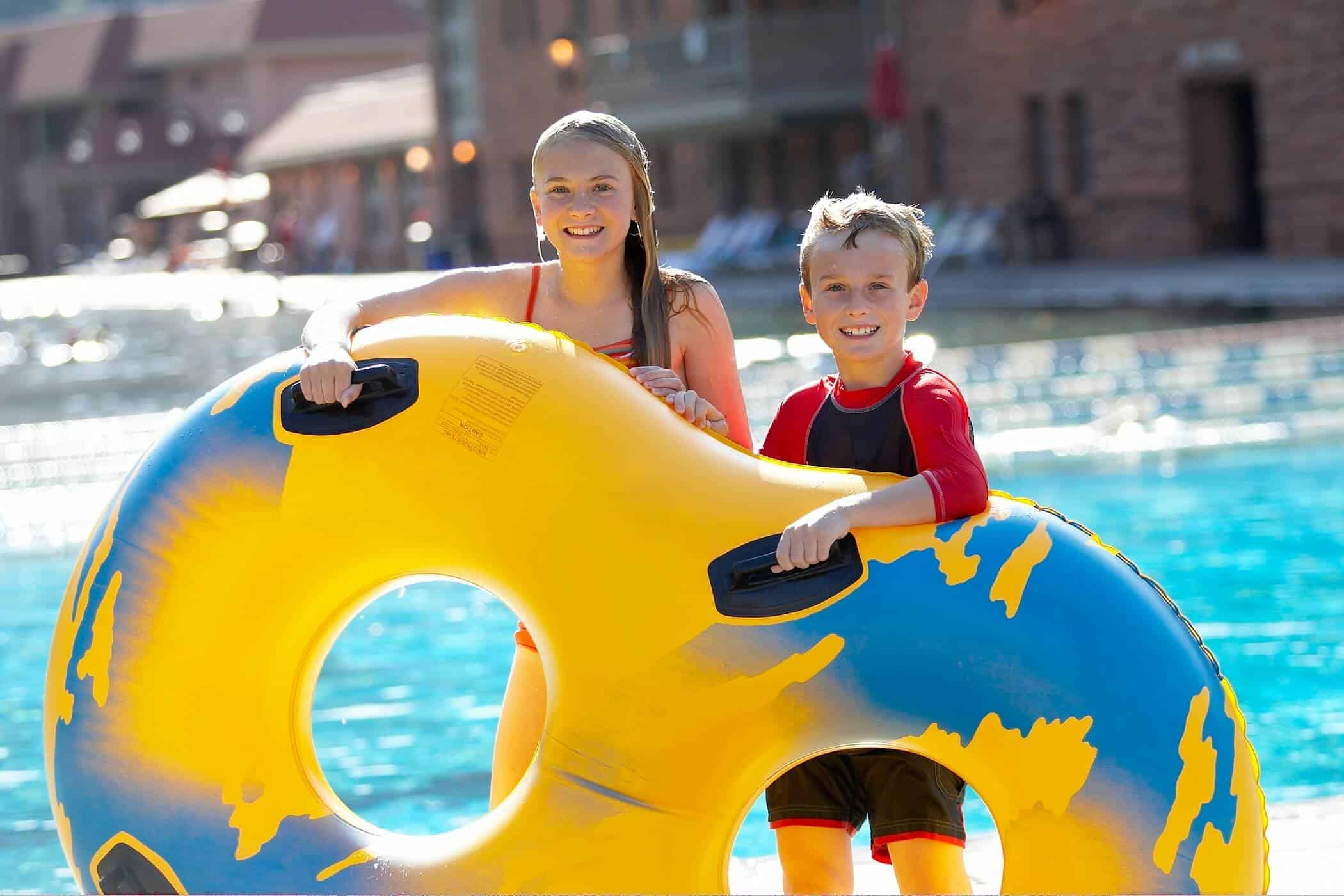 kids holding inflatable tube at the glenwood springs hot springs pool